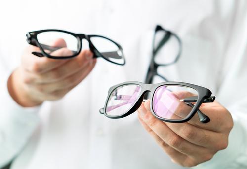エンジニアのおすすめメガネ2選!眼精疲労と肩こり対策に効く初めてのメガネ!